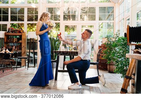 The Guy An Offer Hands And Hearts, Gives Engagement Ring To His Girlfriend. Romantic Surprise.