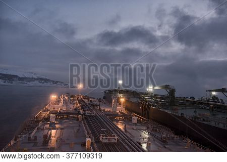 Sts Operations In Cold, Arctic Conditions In The Early Morning, 140 Thousand And 300 Thousand Mt Dea