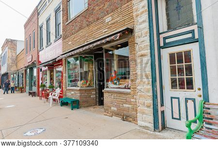 Wilmington Usa - August 31 2015; Dilapidated Shopfronts On Water Street In Small Town America Along