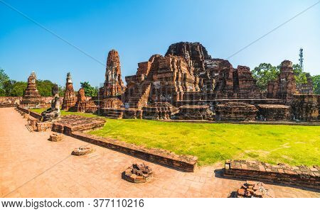 Ayutthaya Historical Park On A Sunny Day In Ayutthaya Province, Thailand. Architecture Of Old Thai C
