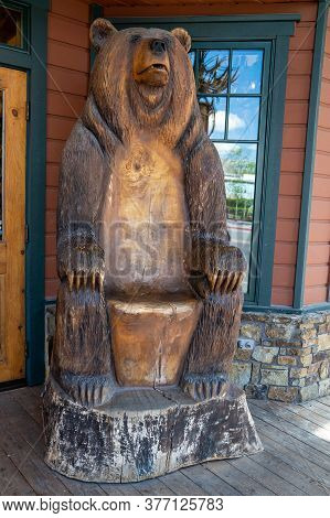 Jackson, Wyoming - June 27, 2020: A Wood Carving Chair Of A Grizzly Bear Outside Of A Gift Shop For