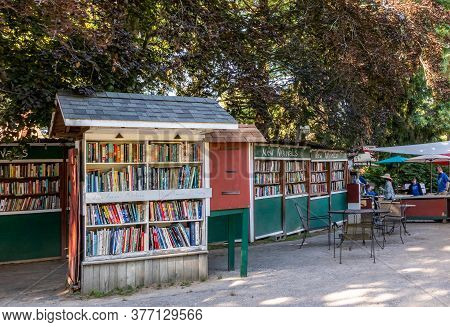 Niantic Connecticut - June 17, 2020: Book Barn In Niantic Connecticut, Beautiful Outdoor Used Bookst