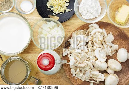 Ingredient For Cooked Mushroom Cream Soup / Cooking Mushroom Cream Soup Concepti
