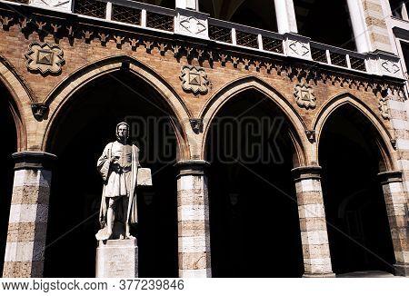 Giottos Statue In The Portico Of The Loggia Amulea, Padua, Italy.