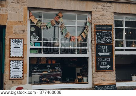 Stow-on-the-wold, Uk - July 6, 2020: Coffee Shop Converted Into Take Away Only Window In Stow-on-the