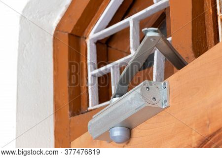 Aluminium Arm  Automatic Door Closer, Close Up