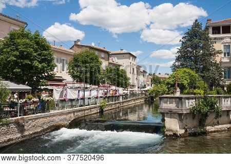 L'isle-sur-la-sorgue, France June 23 2013: View Along One Of The Waterways With Tourists Enjoying Th