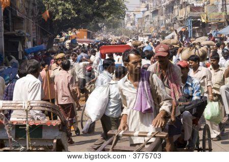 überfüllten indischen Straßenszene