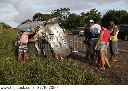 Itaparica, Bahia / Brazil - May 30, 2016: State Highway Patrol Accompanies Vehicle Involved In Accid
