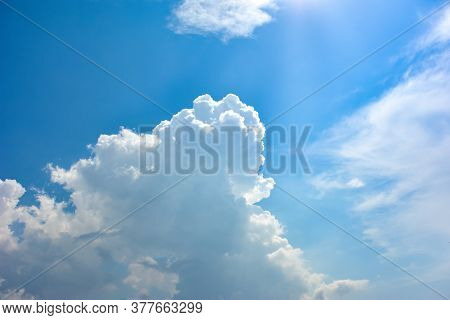 Blue Sky With White Clouds. The Blue Sky And Beautiful White Clouds. Beautiful Sky. Sky Cloud Wallpa