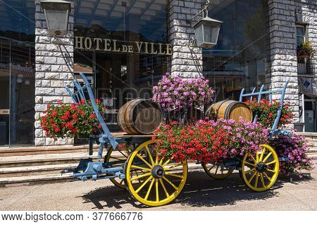 Sisteron, France - July 7, 2020: Town Hall-municipality In Sisteron. In Front Of It Stands A Decorat