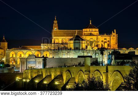 Mezquita-catedral And Puente Romano - Mosque-cathedral And The Roman Bridge In Cordoba, Andalusia, S