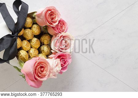 Cute Bouquet Of Pink Roses With Chocolates