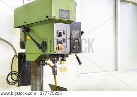 Drilling Head Control Panel Spindle And Chuck Holder Of Vertical Table Drilling Machine For Manufact