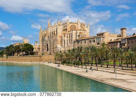 Cathedral Of Santa Maria Of Palma (la Seu), Palma De Mallorca, Spain
