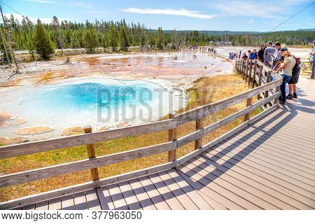 Wyoming, Usa - Aug 24, 2019: Visitors At Silex Spring, A Hot Spring Pool In The Lower Geyser Basin O