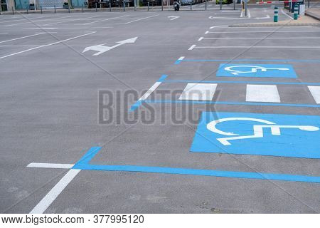 Disabled Parking Divided By A Pedestrian Crossing On The Beach. Empty Convenient Parking For Cars Du