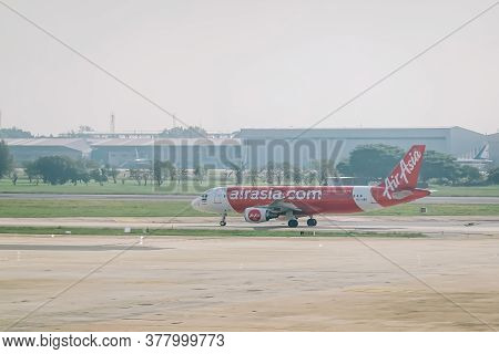 Bangkok, Thailand - Nov 22, 2018: Airbus A320 Of Airasia Take Off In The Morning At Don Mueang Inter