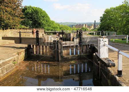 Canal water gate