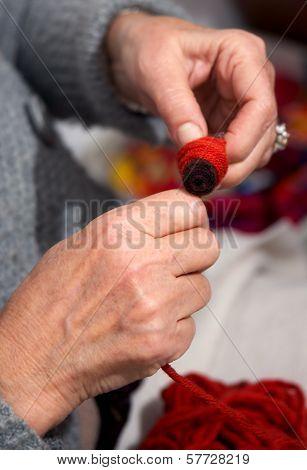 Hand reeling thread to bobbin