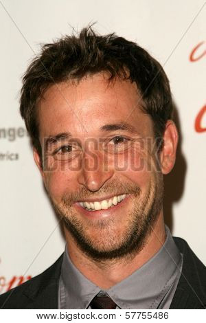 Noah Wyle at the 2009 Noche De Ninos Gala. Beverly Hilton Hotel, Beverly Hills, CA. 05-09-09
