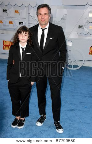 LOS ANGELES - FEB 11:  Bella Noche Ruffalo, Mark Ruffalo at the MTV Movie Awards 2015 at the Nokia Theater on April 11, 2015 in Los Angeles, CA