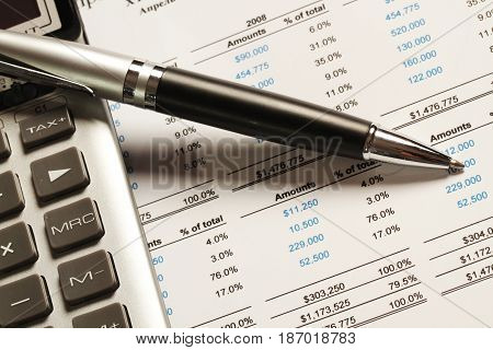 Finance finances analysing analyzing analyze analyse analisis