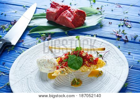 Steak Tartare with mustard ice-cream and airbag starter Tartar recipe