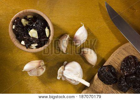 Garlic dip sauce with prunes and ingredients