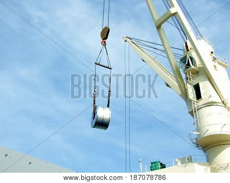 Unloading from the vessel to the trailer