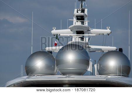 silver boat vassel ship spherical radar detail