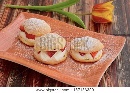 Cream puff filled with whipped cream and strawberry