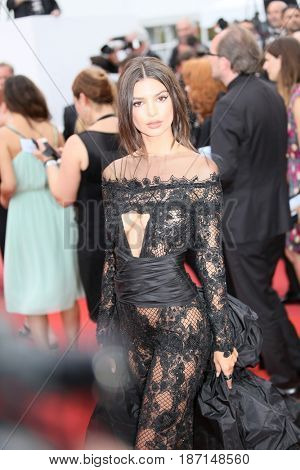 CANNES, FRANCE - MAY 18: Emily Ratajkowski attends the 'Nelyobov (Loveless)' screening during the 70th Cannes Film Festival at Palais des Festivals on May 18, 2017 in Cannes, France.