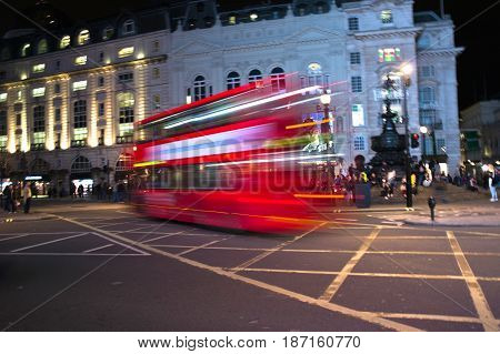 double decker in piccadilly circus by night