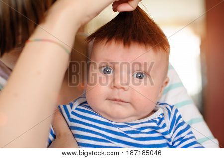 mum attached hair to his head newborn and have fun