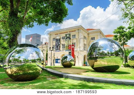 Amazing Large Mirror Balls In Singapore. Street Art Objects