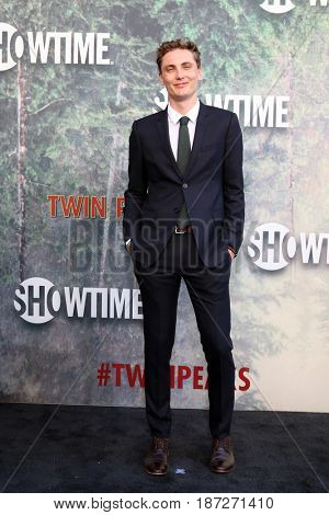 LOS ANGELES - MAY 19:  Eamon Farren at the