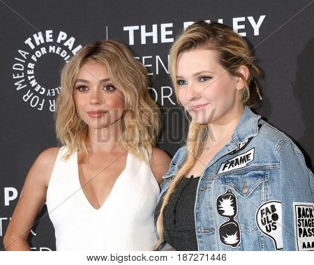 LOS ANGELES - MAY 18:  Sarah Hyland, Abigail Breslin at the