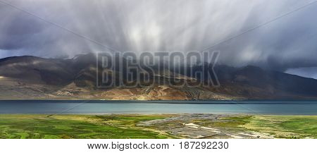 Thunderstorm On The High Mountain Lake Tso Moriri: The Sun Rays Create A Beautiful Effect In The Clo