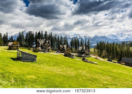 Mountain Homes In Glade With Beautiful Mountain Views.