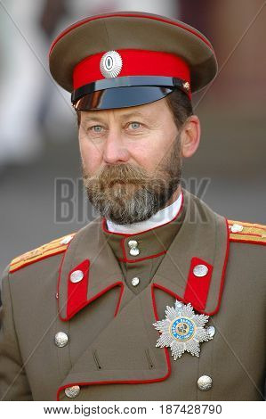 MOSCOW, OCT 29, 2005: Emperor Nikolay II Romanov clone portrait on Red Square.  Photo session with famous Russian politicians celebrities for tourists. Last Russian emperior