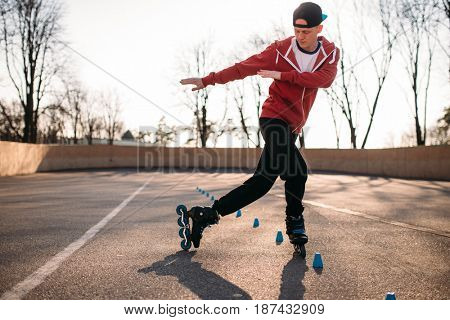 Roller skater rides the snake, speed exercise