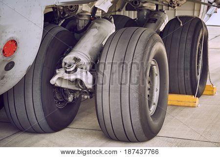 Landing gear of a huge transport aircraft
