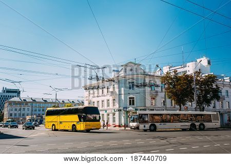 Gomel, Belarus - August 26, 2016: Tourist Bus And Public Bus In City Traffic In Sovetskaya And Rogachevskaya Crossroads Streets In Sunny Summer Day