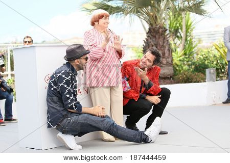 Matthieu Chedid (R), Agnes Varda and JR (L) attend the 'Faces, Places (Visages, Villages)' photocall during the 70th annual Cannes Festival at Palais des Festivals on May 19, 2017 in Cannes, France.