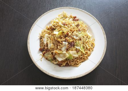 Thai cuisine , Stir fried oriental style instant noodle with mixed vegetable