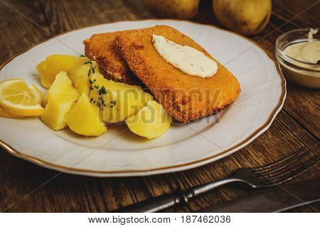 fried cheese with potato and dip on wood table