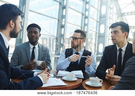 Negotiation of several business partners or leaders