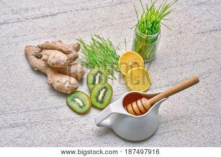 Golden raw honey, Green wheat, lemon and ginger, kiwi for a detox smoothie