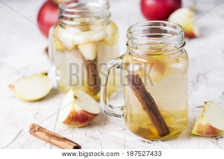 Lemonade With Apple, Ginger And Cinnamon